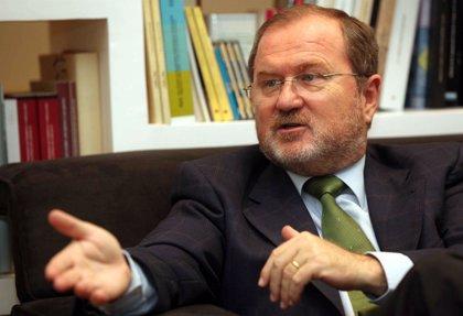 """Font de Mora afirma que habrá que plantear en un futuro una """"revisión"""" del modelo de líneas lingüísticas actual"""