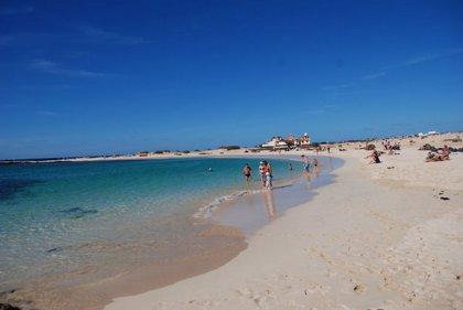 """El Gobierno de Canarias verifica la """"buena calidad"""" de las 157 playas """"más importantes"""" del archipiélago"""