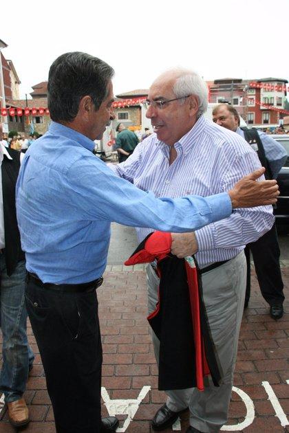 """Areces se despide como presidente del """"espectáculo único"""" del Descenso Internacional del Sella"""