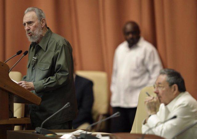 Fidel Castro reaparece en la Asamblea Nacional cubana