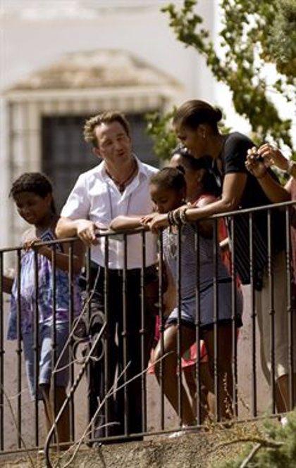 Michelle Obama se interesa en su visita a la plaza de toros de Ronda por la afición taurina del Rey