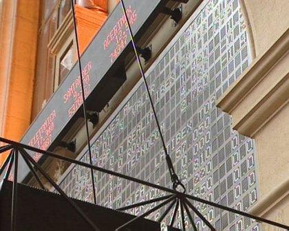 Economía/Bolsa.- El Ibex 35 cae un 1,23% tras la apertura de la sesión y mantiene por la mínima los 10.000 puntos