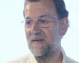 """Rajoy dice que Aguirre y Gallardón """"se han ganado"""" otro mandato y le da """"igual"""" contra quién se enfrenten del PSOE"""