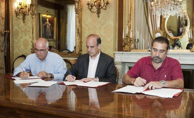 Firmados dos convenios con UGT y CCOO para facilitar la incorporación sociolabor
