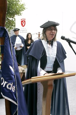 A conselleira de mar, Rosa Quintana asiste a Festa da Ameixa de Carril