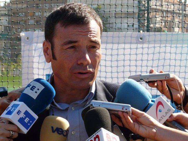 Tomás Gómez durante su visita a los campos del Canal