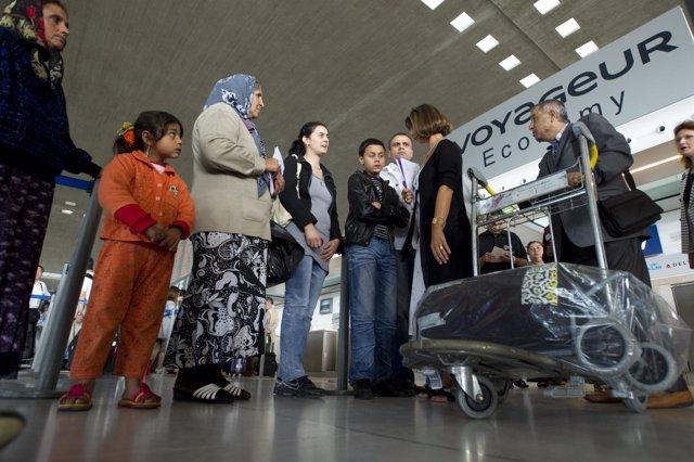 Gitanos empiezan a abandonar Francia