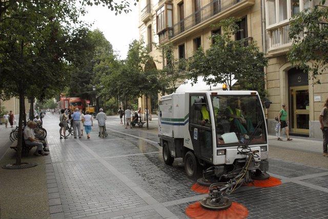 Operarios de limpieza en San Sebastián.