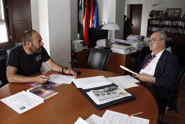 El escritor Federico Soubrier y el alcalde de Cartaya, Juan Antonio Millán