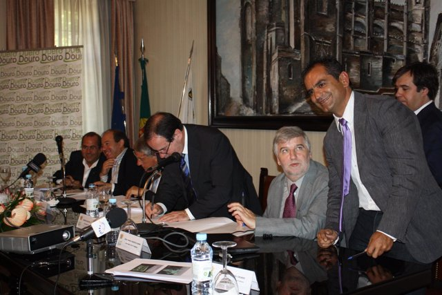 Autoridades políticas durante la presentación del Proyecto Self-Prevention