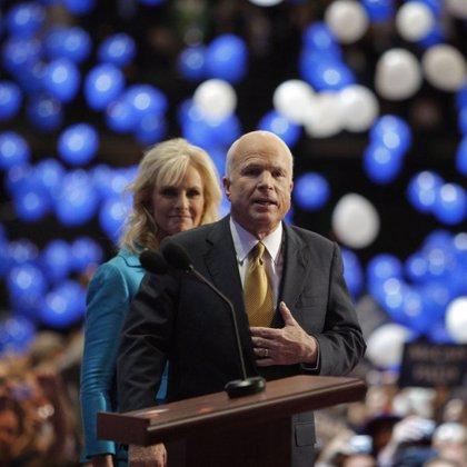McCain gana las primarias republicanas en Arizona