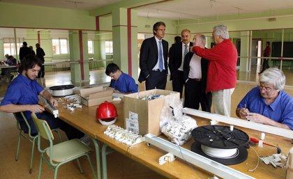 Renovadas las instalaciones de alumbrado en 9 colegios que permitirán un ahorro del 25% del consumo