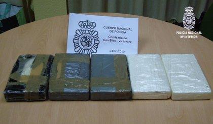 Detenido un hombre en San Blas (Madrid) por portar más de 5 kilos de cocaína en una bolsa de supermercado
