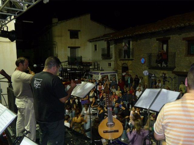 Astí queda ixo! toca en Linares de Mora