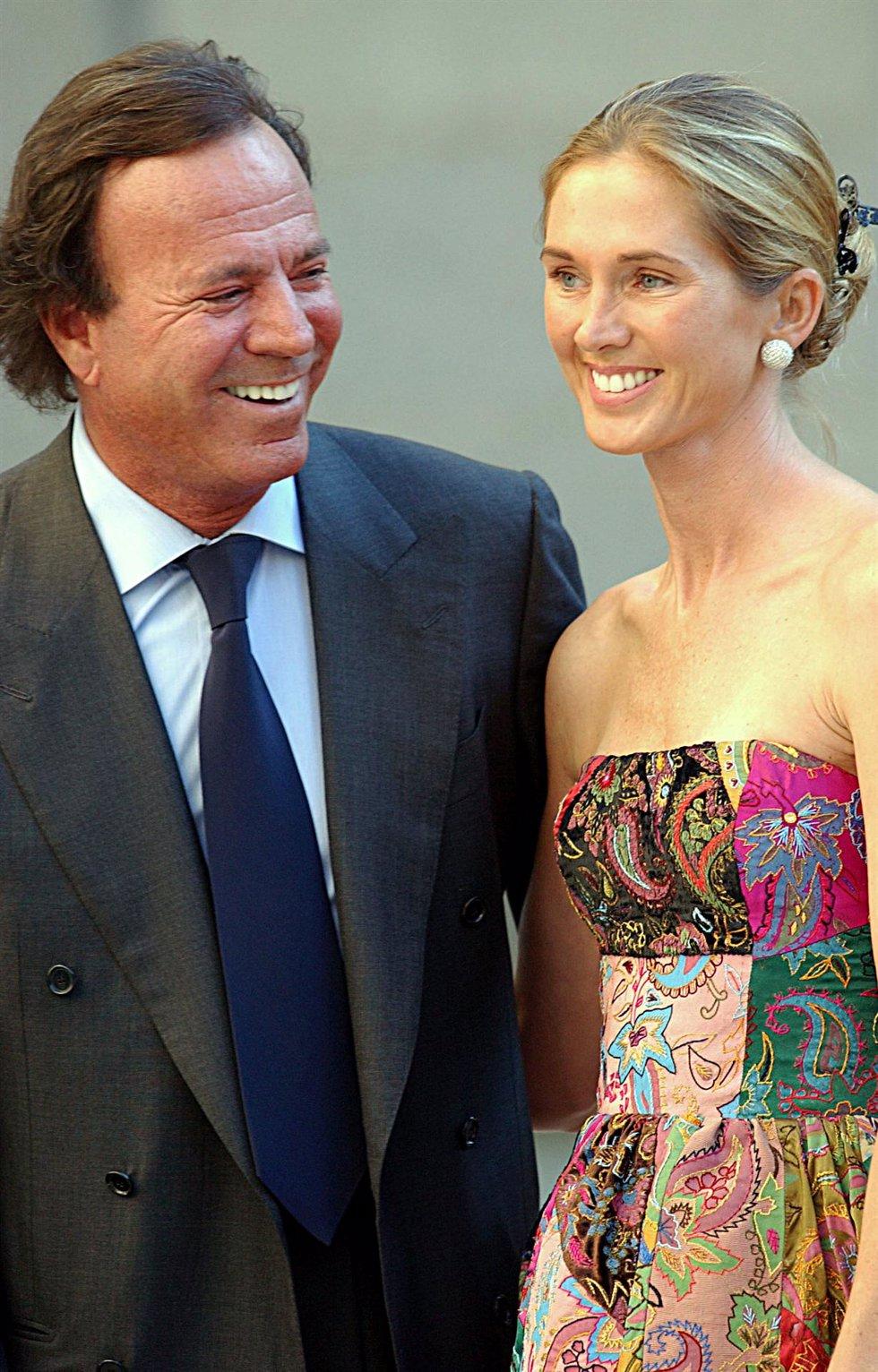 Julio Iglesias y Miranda Rijnsburger en la boda de Ana Aznar y Aleja