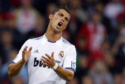 """Fútbol.- Cristiano Ronaldo sufre """"una fuerte contusión en el tobillo derecho"""" y deberá someterse a pruebas médicas"""