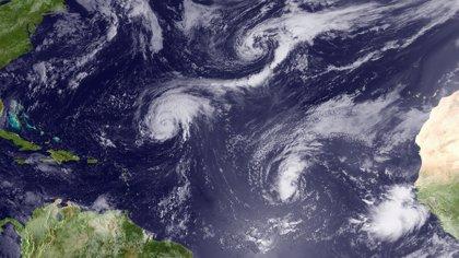 'Earl' cobra fuerza y se convierte en un huracán de Categoría 2