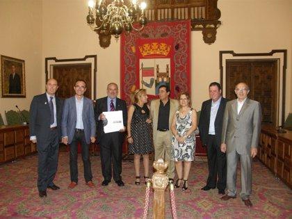 Carmen Heras y el presidente de la Peña Amigos del Flamenco de Cáceres asisten en Zamora al homenaje a Antonio Mairena