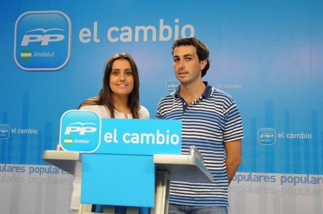 La presidenta de NNGG-A, Beatriz Jurado, y el diputado del Grupo Popular en el