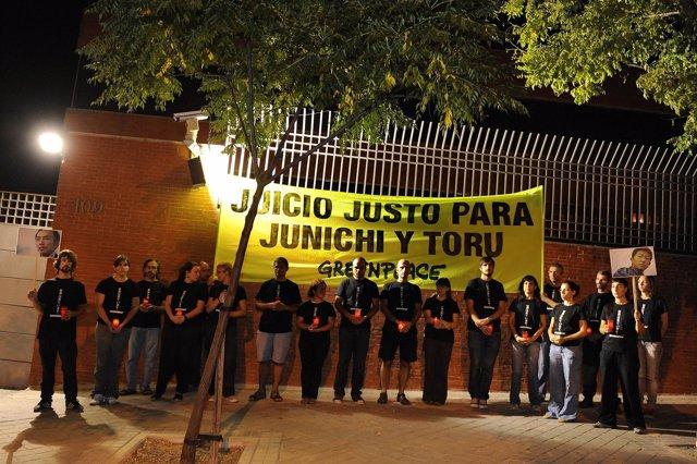 Activistas de Greenpeace durante su vigilia de protesta