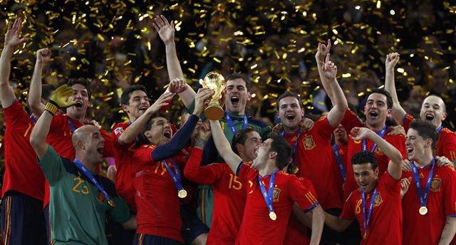 Resultado de imagen de fotos de la selección españolacelebrando mundial