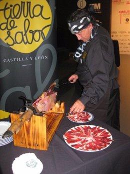 El cortador de jamón Florencio Sanchidrián en la presentación de la Cibeles Madr