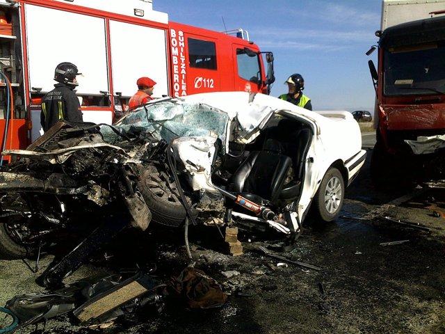 Imagen del accidente registrado en la N-121, en Caparroso, en el que ha fallecid