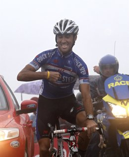 Spanish rider Carlos Barredo of Quick Step Team celebrates as he crosses the fin