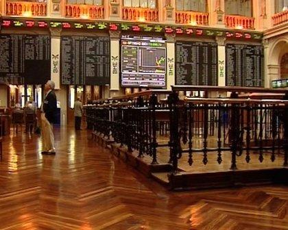 Economía/Bolsa.- El Ibex 35 abre la sesión con una caída del 0,25% pero se mantiene por encima de los 10.700 puntos