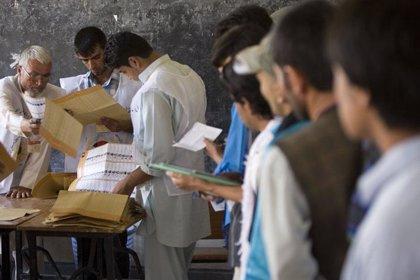 El Gobierno afgano ha cerrado deliberadamente colegios electorales en zonas seguras