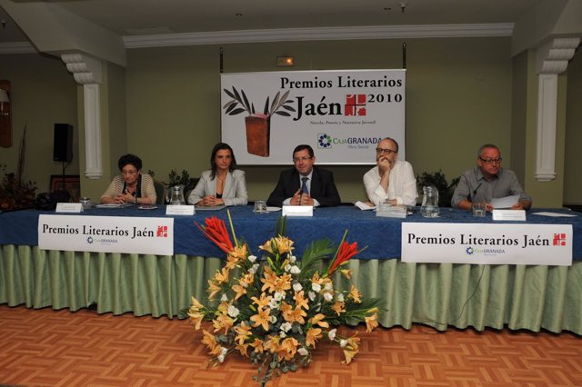 La presidenta del jurado de Poesía, Francisca Aguirre; la directora territorial