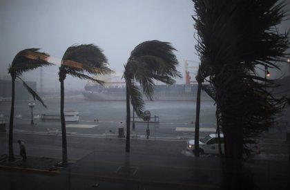 Mueren dos personas en el paso del huracán 'Karl' por México