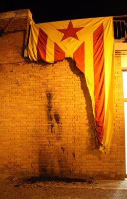 'Estelada'  quemada durante un acto de Solidaritat Catalana per la Independència