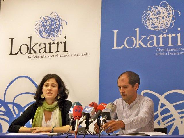 Aitziber Blanco y Paul Ríos, coordinador de Lokarri