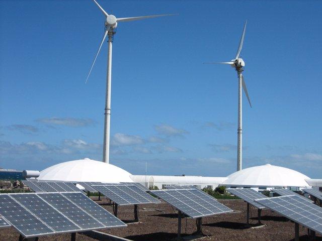 Molinos De Energía Renovable Y Placas Solares