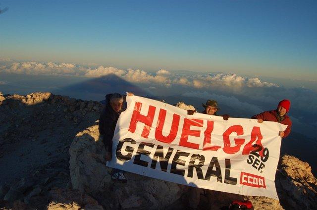 Imagen de los representantes sindicales en el Teide