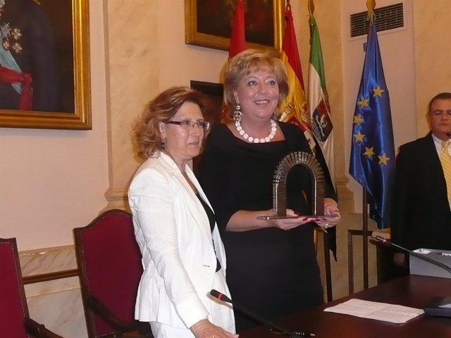 Las alcaldesas de Cáceres y Nentaya