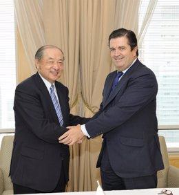 El presidente de Endesa, Borja Prado, y el presidente de Mitsubishi Corporation,
