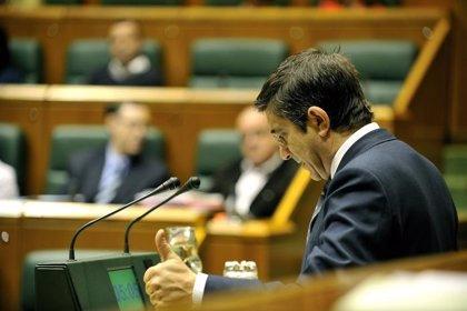 """López se alegra del traspaso y dice que, con la vuelta de PNV al Estatuto, pueden """"encontrarse"""" y llegar a acuerdos"""
