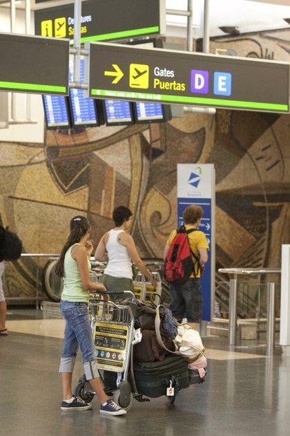 Economía/Transportes.- Cancelados en Barajas el 18% de los vuelos programados con Francia por la huelga en el país galo
