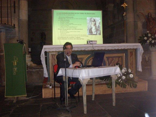 El procurador José Ignacio Martín Benito ofrece una conferencia en Santa Marta d