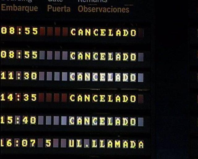 Cartel con vuelos cancelados