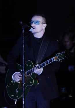 Bono, cantante de la banda irlandesa U2