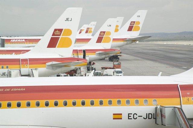 Aviones de Iberia en el aeropuerto de Madrid-Barajas