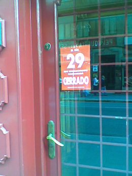 Un comercio cerrado en Santander