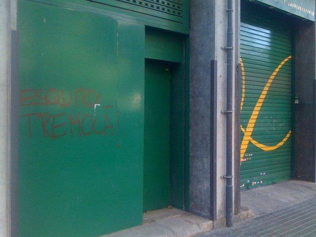 Pintada en un supermercado de Barcelona