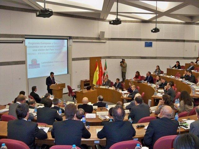 Conferencia del Lehendakari en China