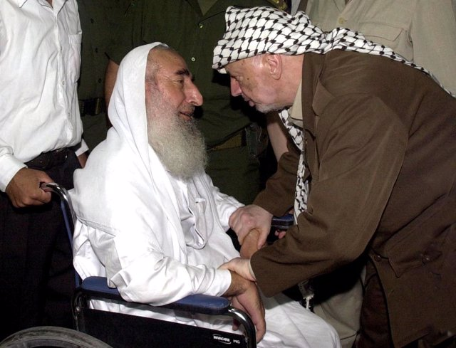 Yasir Arafat junto al Líder espiritual de Hamás Ahmed Yassin