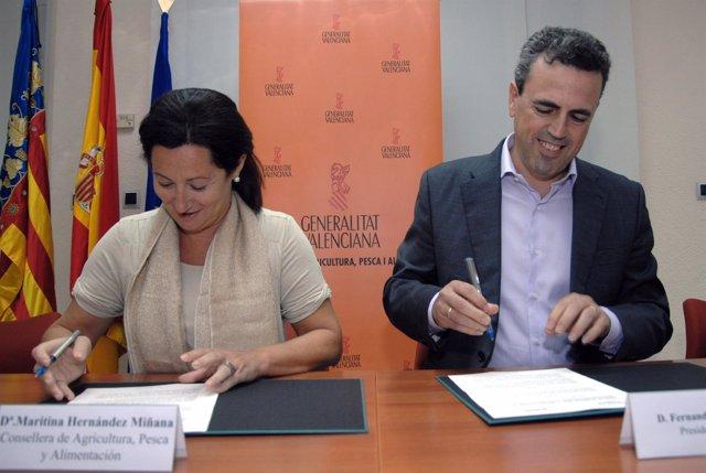 Hernández y Móner durante la firma