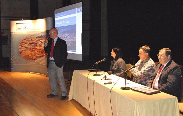 Jornadas informativas sobre el proyecto minero.